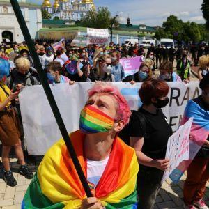Без травм и задержаний, но в окружении полиции: как в Киеве проходил марш в поддержку трансгендеров