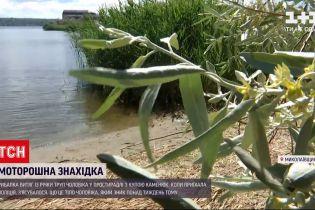 Новости Украины: в Николаеве рыбалка вытащил из реки покойника в простыне с кучей камней