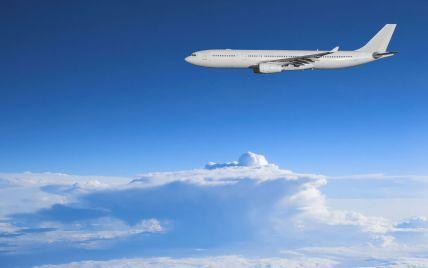 """В США пилота напугало странное """"НЛО"""" возле самолета"""