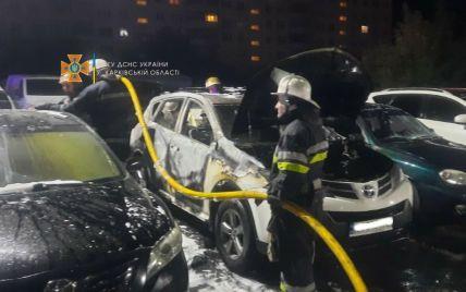У Харкові згоріли шість автомобілів, вартістю в мільйони гривень (фото)