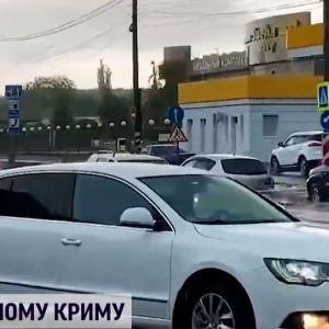 Град та сильна злива: у Сімферополі затопило ТЦ та залізничний вокзал