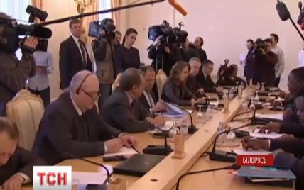 В Минске за закрытыми дверями стартовали заседания рабочих групп по ситуации на Донбассе