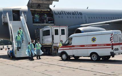 В Германию на лечение полетели 15 украинских бойцов