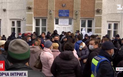 """""""Такого не было даже при Януковиче"""": почему на Прикарпатье затягивают подсчет голосов"""