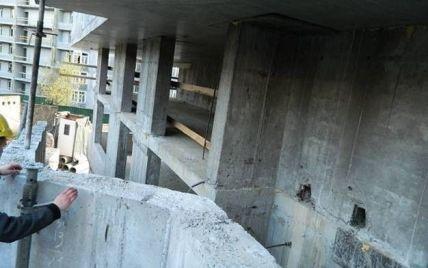 В Киеве на стройке мужчина упал с 12-метровой высоты