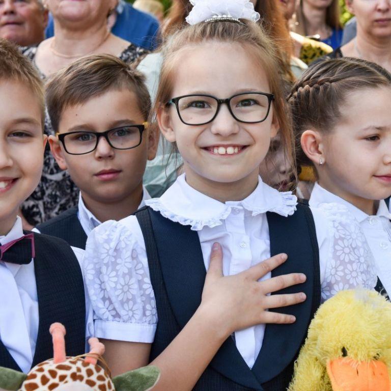 Исполнение гимна перед уроками в столичных школах: суд определит, законно ли решение Киевсовета
