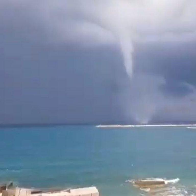 Люди опинилися у водяній пастці: Грецію накрила потужна повінь