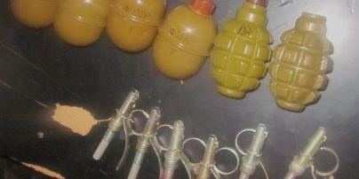 """На станции метро """"Вокзальная"""" у молодого человека изъяли боевые гранаты-""""сувениры"""""""