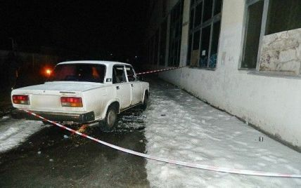 У Києві невідомі у масках напали на авто та викрали мільйон гривень