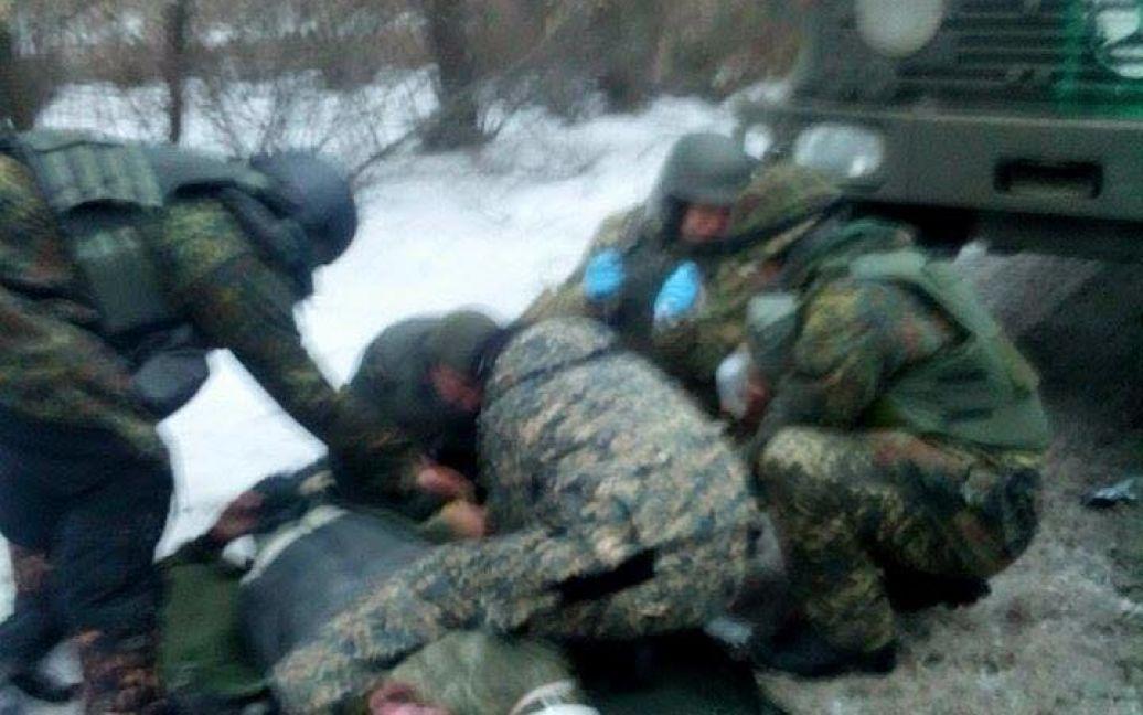 """З аеропорту евакуювали поранених """"кіборгів"""". / ©"""