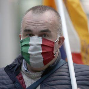Итальянцам начали выдавать сертификаты вакцинации от COVID