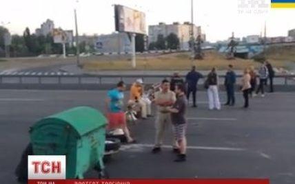 В Киеве владельцы киосков перекрыли проспект Бажана: пробка достигает двух километров