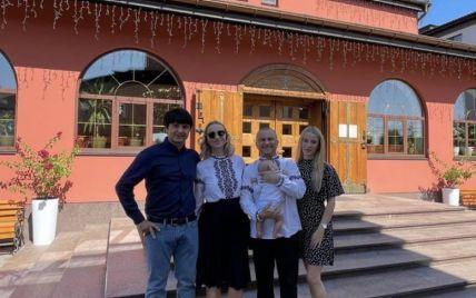 Віктор Павлік та Катерина Реп'яхова у вишиванках похрестили сина
