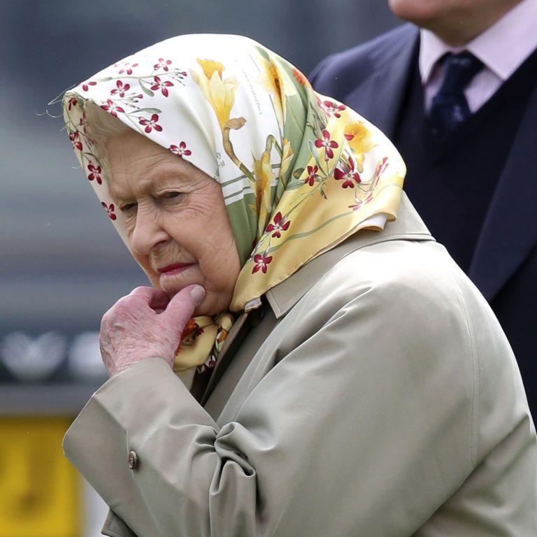 Робота мрії: для королеви Єлизавети шукають СММника