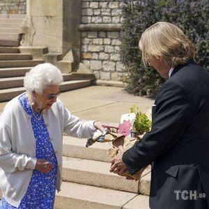 Назвали на його честь: королеві подарували новий сорт троянд до 100-річчя принца Філіпа
