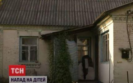 Дерзкое нападение на детей под Киевом: у мальчика два ножевых ранения, у девочки сломан нос