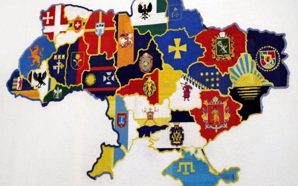 Найбільшу вишиту карти країни було внесено до Національної книги рекордів України / © УНІАН