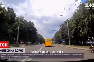 Новости Украины: в Ровно колесо маршрутки отвалилось на ходу и врезалось в авто на встречке
