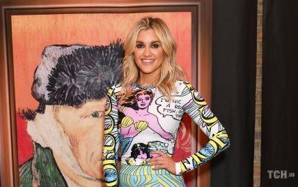 В костюме с поп-арт-рисунком: Эшли Робертс посетила мероприятие в Лондоне