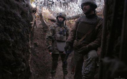 Бойовики на Донбасі продовжують стріляти: боєць ООС загинув, ще один поранений