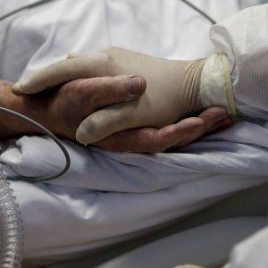 Смерть пацієнтів на ШВЛ під Львовом: у лікарні працює комісія, родичі померлих твердять про недбальство