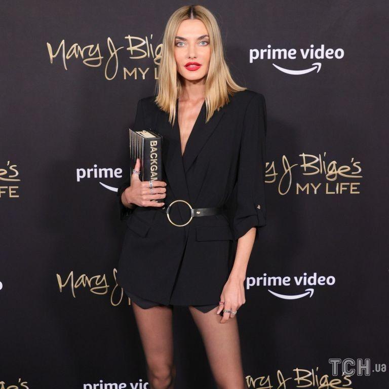 В эффектном образе: украинская модель Алина Байкова посетила мероприятие в Нью-Йорке