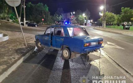 В Запорожской области автомобиль влетел в толпу людей, которые праздновали свадьбу: водитель пытался скрыться