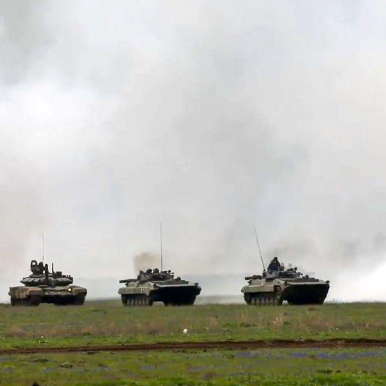 """Росія почала перекидати свої війська до Білорусі: готуються до """"Захід-2021"""""""