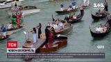 Новини світу: у Венеції на воду пустили човна у вигляді віолончелі