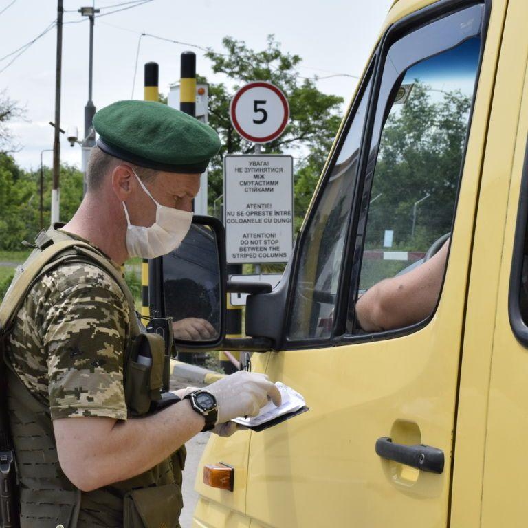 Подружжя іноземців не впустили в Україну через відвідини Криму