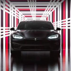 """До """"сотни"""" менее, чем за две секунды: Tesla представила самый быстрый серийный автомобиль в истории"""