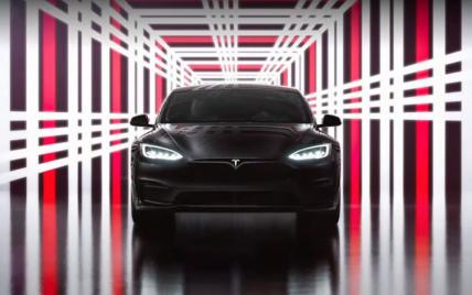 Самый быстрый серийный автомобиль в истории от Tesla побил рекорд Porsche на легендарной трассе (видео)