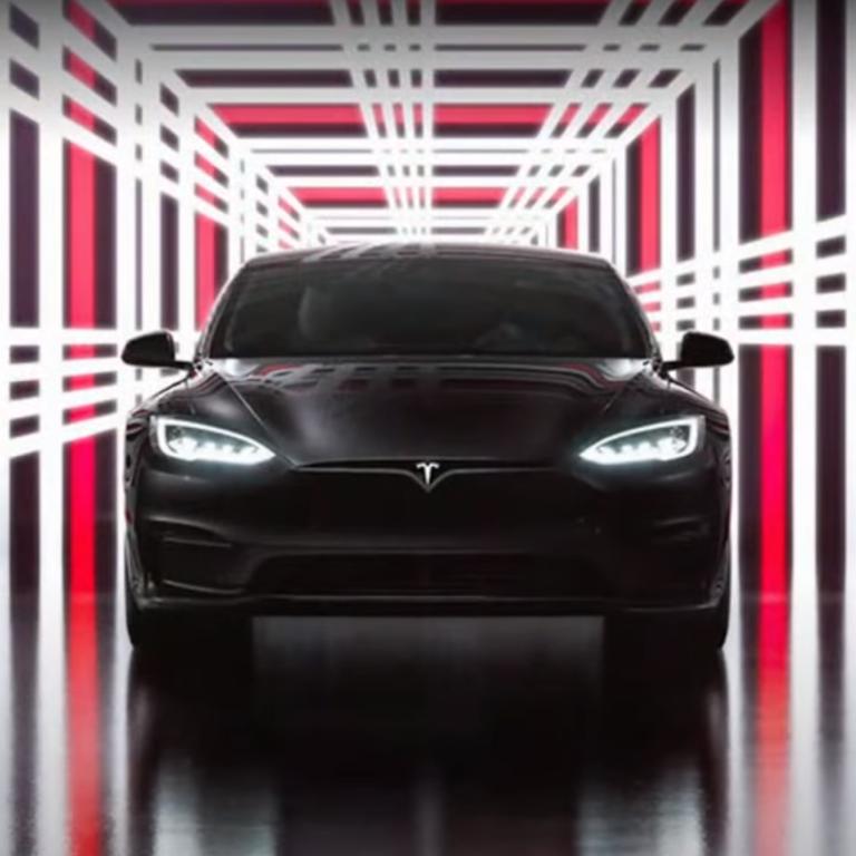 """До """"сотні"""" менше, ніж за дві секунди: Tesla презентувала найшвидший серійний автомобіль в історії"""
