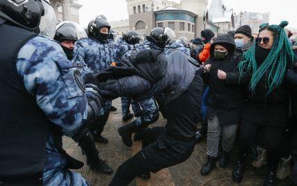 Жесткие задержания в России: США осудили действия российских силовиков
