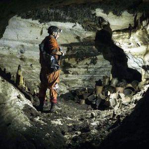 У Мексиці виявили ритуальну печеру Майя з тисячолітніми артефактами й слідами приношень