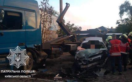 Под Киевом столкнулся грузовик Mercedes-Benz и легковушка Toyota: двое погибших, трое раненых (фото, видео)