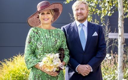 У сукні-плісе і крислатому капелюсі: яскравий вихід королеви Максими
