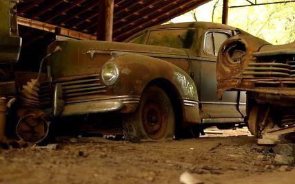 На фермі у Техасі виявили унікальну колекцію покинутих просто неба автомобілів
