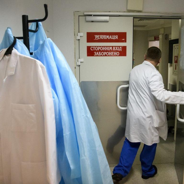 """""""На передовій війни з COVID-19"""": скільки медиків захворіло і померло від коронавірусу в Україні"""