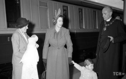 Цей день в історії: як принцеса Єлизавета подорожувала з маленькими дітьми