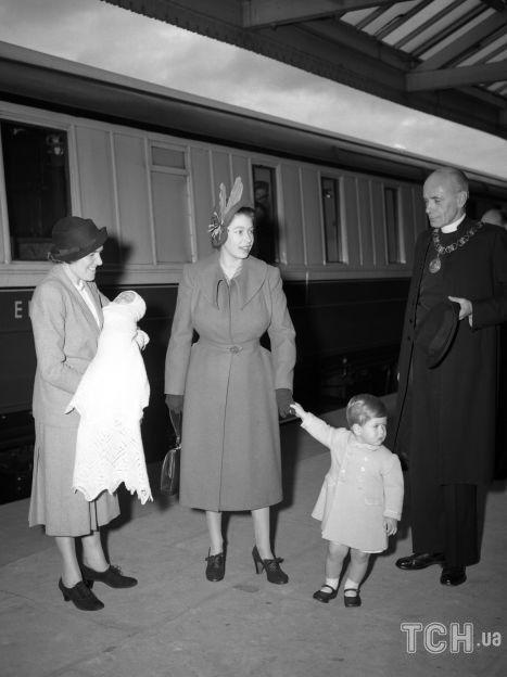 Принцесса Елизавета с детьми Чарльзом и новорожденной принцессой Анной / © Associated Press
