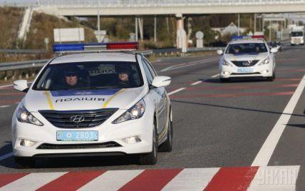 Киевским патрульным раздали терминалы для оплаты штрафов на месте