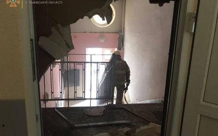 Вблизи центра Львова вспыхнула поликлиника фото