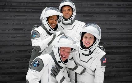 """""""Здорові і щасливі"""": SpaceX розповіла, як почуваються туристи її першого космічного польоту"""