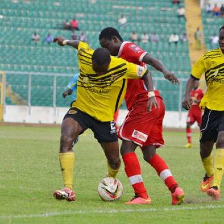 Ганский футболист умышленно забил два гола в свои ворота: зачем он это сделал (видео)