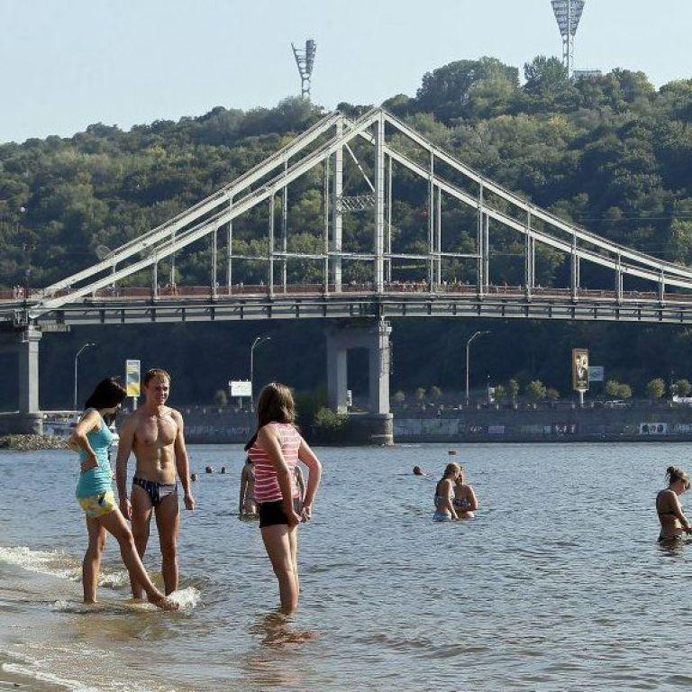 Купание на пляжах, бары, ночные клубы, развлекательные центры: Кличко напомнил о запретах в Киеве