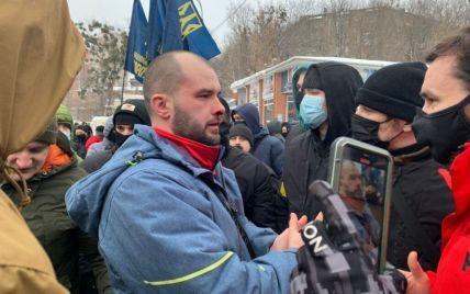 У центрі столиці Національний Корпус заблокував базу бойовиків ОПЗЖ