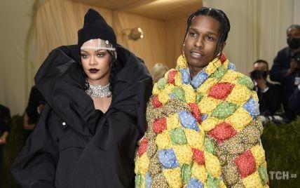 Утеплилися: Ріанна у пуховику і A$AP Rocky у ковдрі вийшли на червону доріжку