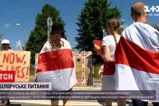"""Новости мира: белорусские активисты перекрыли дорогу на КПП """"Берестовица-Бобровники"""" в Польше"""