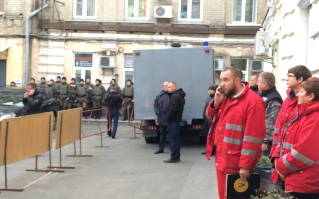 Суд над Корбаном закончился дракой, вызовом скорой и скандальной SMS-кой / © Фото Валерии Ковалинской/ТСН